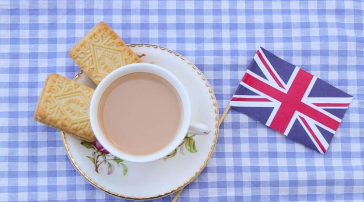чай с молоком для английского завтрака