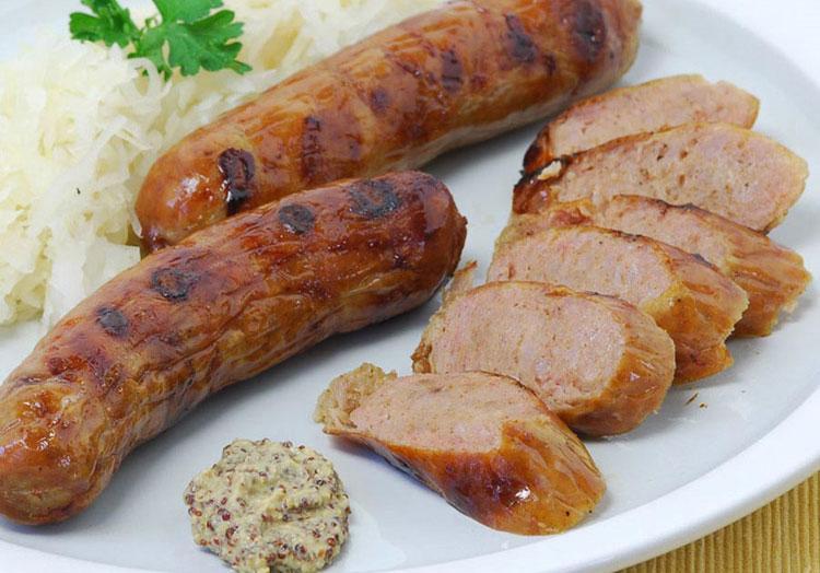 Немецкие колбаски к пиву с чесночком и хреном