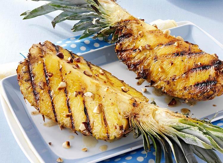 Зажаренные на гриле ананасы