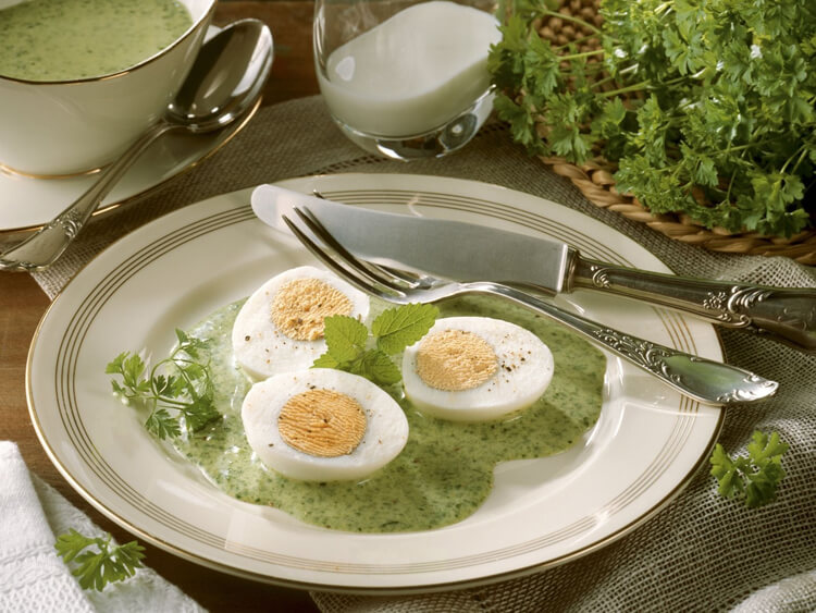 яйца в зеленом соусе