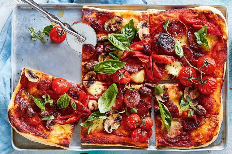 пицца с чоризо и грибами